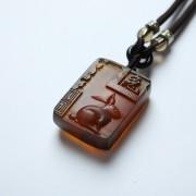棕红缅甸琥珀生肖兔吊坠-80KM20