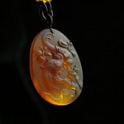 棕红缅甸琥珀喜鹊登枝吊坠-27KN25