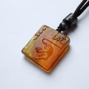 棕红缅甸琥珀生肖虎吊坠-22KQ04